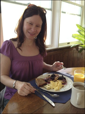 Breakfast at Elizabeth Pointe Inn